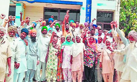Residents, Center, protested, Villagers