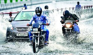 Heavy Rains, Delhi, Heavy People, Troubled, Traffic Jam