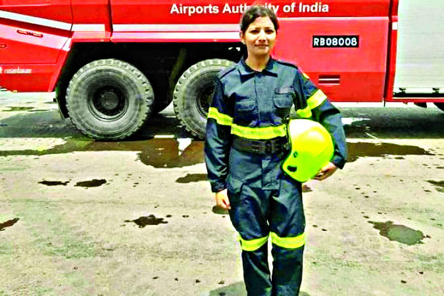 First, Woman, Fire, Fighter, Airport, Formed