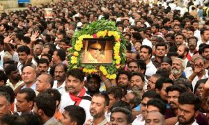 Huge, Crowd, Pay Homage, Karunanidhi