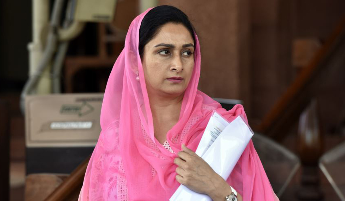 Shrugs, against, Harsimrat, Badal
