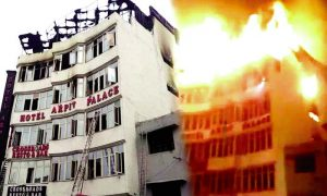 Delhi firefighters fierce fire, 17 dead