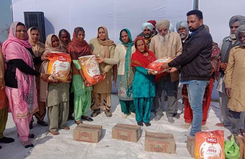 Dera sacha sauda followers distributing ration to needy families